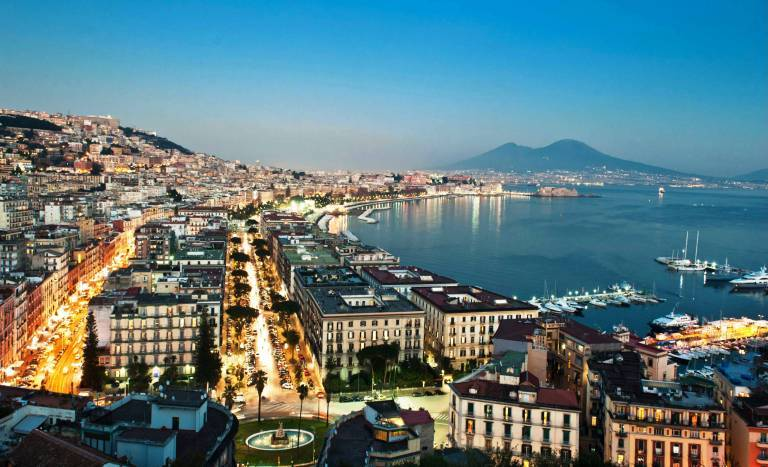 Hotel in vendita a Napoli